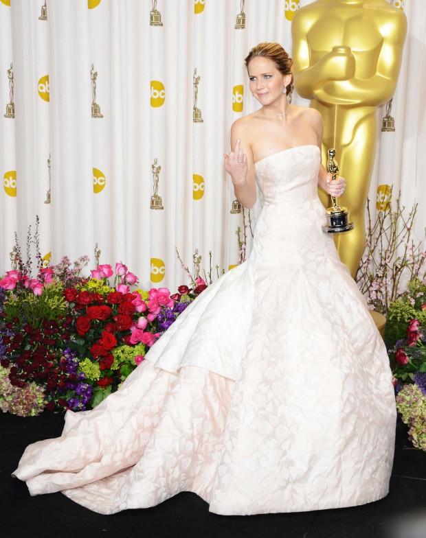 Jennifer-Lawrence-Middle-Finger-Oscars